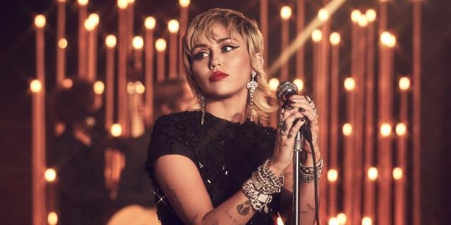 """Miley Cyrus ví chuyện tình 10 năm với Liam Hemsworth như """"chứng nghiện"""" - 1"""