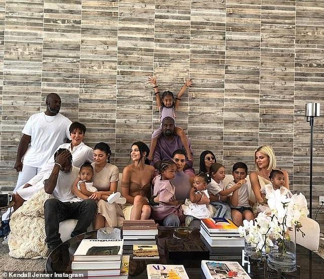 Kim Kardashian gây sốc khi tuyên bố cả nhà dừng quay show truyền hình - 2