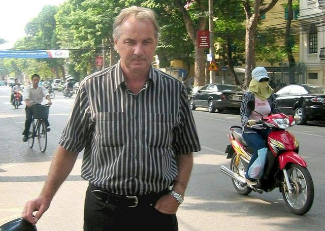 HLV Alfred Riedl: Cuộc đời phiêu lưu và tình cảm với Việt Nam - 2