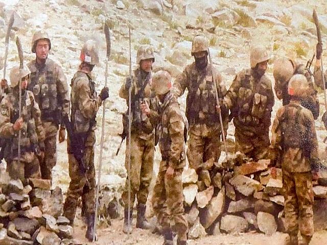 Lính Trung Quốc bị nghi mang giáo mác chạm trán binh sĩ Ấn Độ - 2