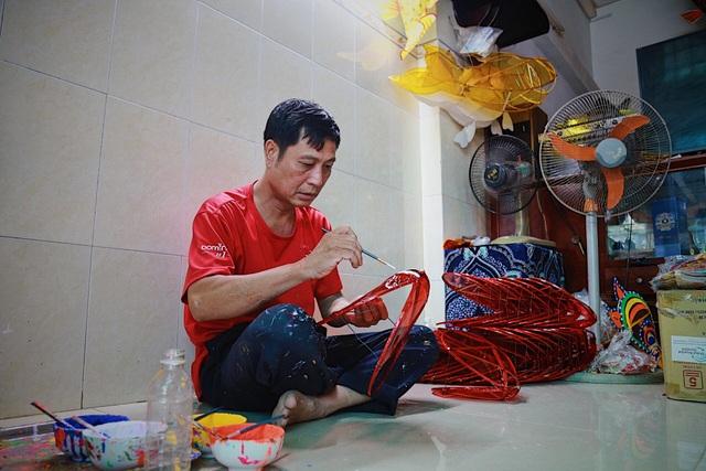 Làng nghề lồng đèn lớn nhất Sài Gòn đìu hiu vì dịch Covid-19 - 1