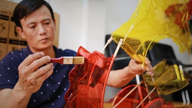 Làng nghề lồng đèn lớn nhất Sài Gòn đìu hiu vì dịch Covid-19 - 9
