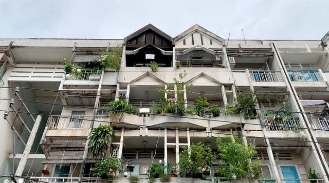 Cháy chung cư ở Sài Gòn, nhiều người hoảng loạn tháo chạy - 4