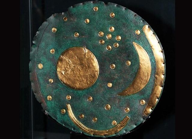 Hé lộ bí mật về niên đại của đĩa đồng mô tả vũ trụ cổ xưa nhất - 1