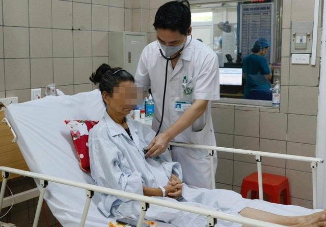 Hà Nội: BV Bạch Mai tiếp nhận 35 người đến khám sau ăn pate Minh Chay - 2