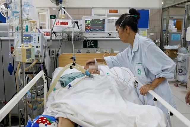 Hà Nội: BV Bạch Mai tiếp nhận 35 người đến khám sau ăn pate Minh Chay - 1