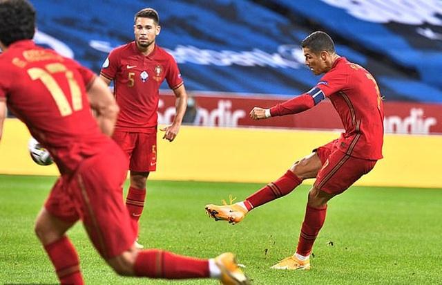 C.Ronaldo chói sáng ở tuổi 35: Gừng càng già càng cay - 3