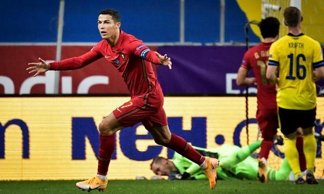 C.Ronaldo chói sáng ở tuổi 35: Gừng càng già càng cay - 1