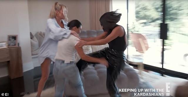 """Lý giải sức hút của show thực tế """"Keeping Up With the Kardashians"""" - 2"""