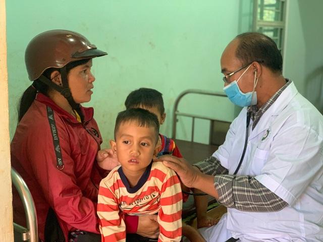 Bác sỹ chống hủ tục cứu sống nhiều đứa trẻ trên vùng cao - 3