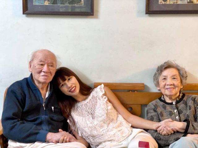 Siêu mẫu Hà Anh: Ông là tình yêu, là ngọn lửa gắn kết gia đình chúng tôi - 1
