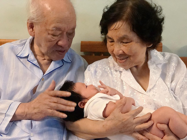 Siêu mẫu Hà Anh: Ông là tình yêu, là ngọn lửa gắn kết gia đình chúng tôi - 5