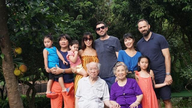 Siêu mẫu Hà Anh: Ông là tình yêu, là ngọn lửa gắn kết gia đình chúng tôi - 6