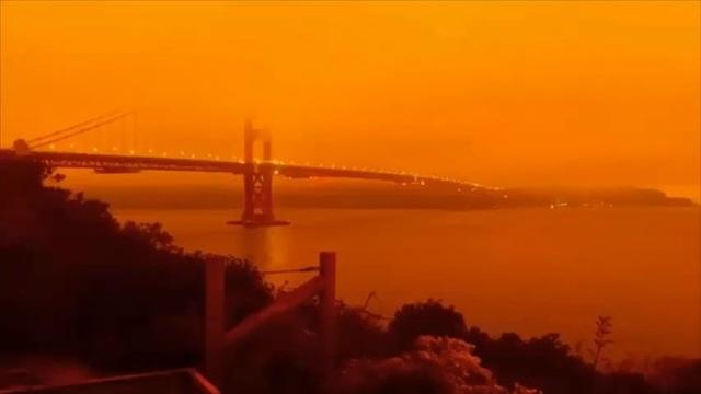 """Bầu trời Mỹ đỏ rực như """"tận thế"""" vì thảm họa cháy rừng - 1"""