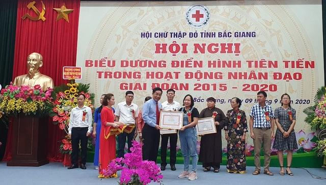 Hội Chữ thập đỏ Việt Nam tặng Bằng khen phóng viên Báo Dân trí - 2