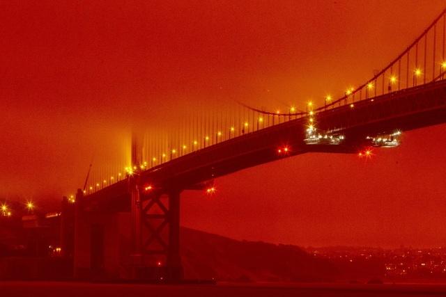 """Bầu trời Mỹ đỏ rực như """"tận thế"""" vì thảm họa cháy rừng - 4"""