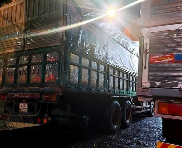CSGT Đồng Nai ra quân xử lý xe quá tải lộng hành đêm khuya - 2