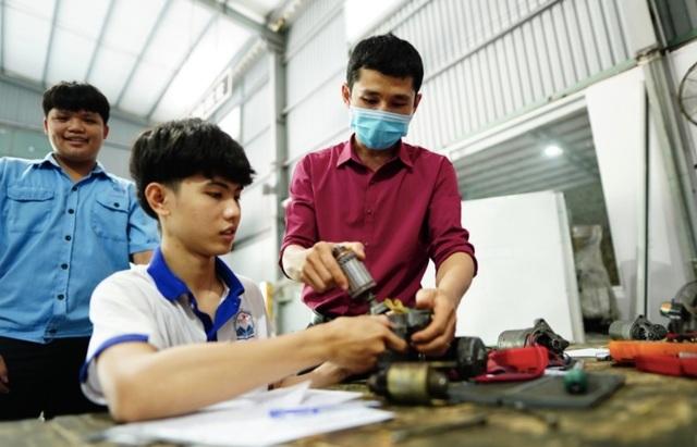 Điểm chuẩn năng lực ngành công nghệ kỹ thuật ô tô một trường CĐ lên đến 700 - 2