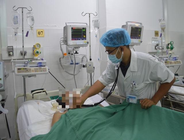 Cần Thơ: Cứu sống bệnh nhân bị hôn mê sâu do ho ra máu sét đánh - 1