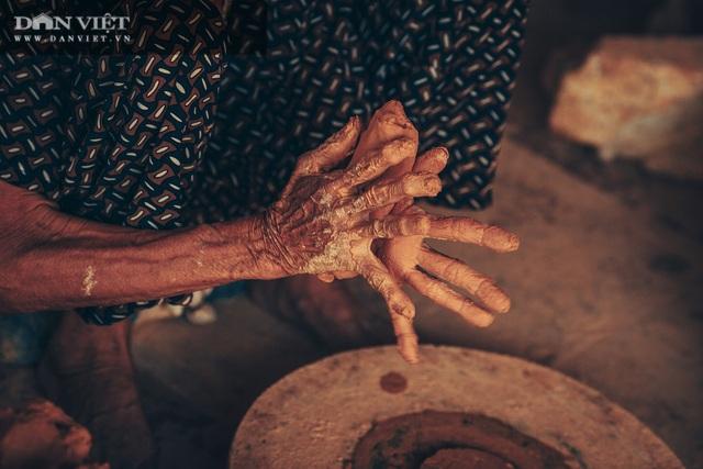 Làng nghề lâu đời, dân quanh năm chỉ nặn đất ra thứ nồi mong manh gây thương nhớ - 4