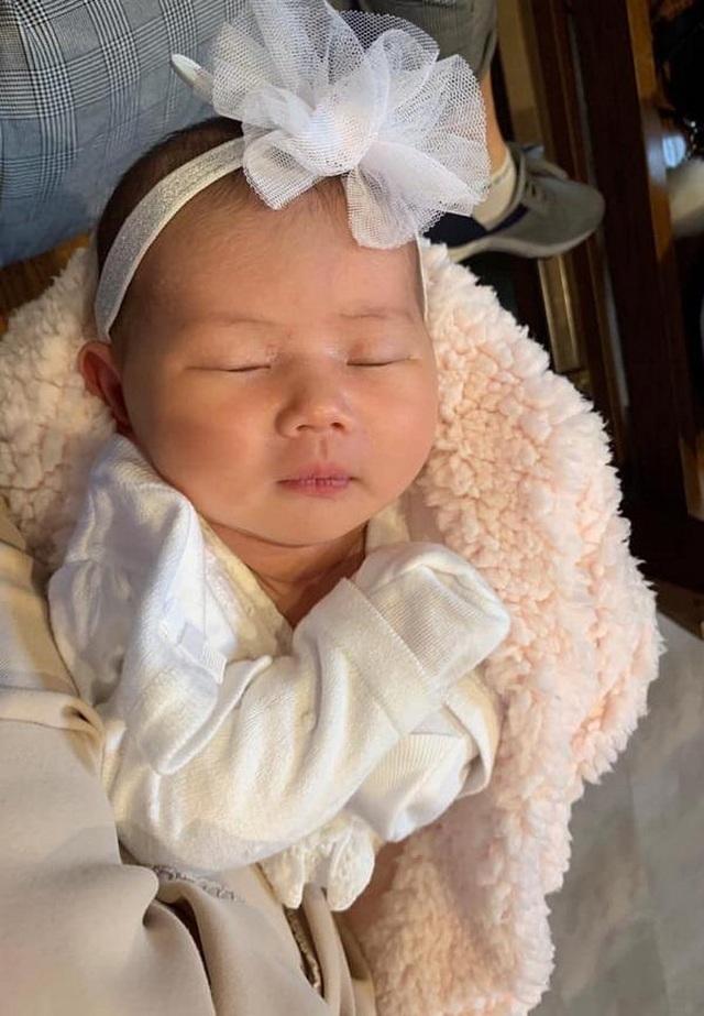 Con sao Việt vừa sinh ra đã dát đầy hàng hiệu đắt đỏ đáng ghen tị - 19