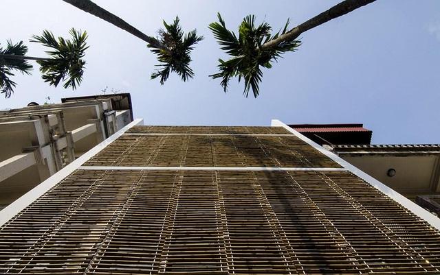 """Gia đình ở Hà Nội có cách chống nắng """"độc không ngờ"""" cho căn nhà hướng Tây - 3"""