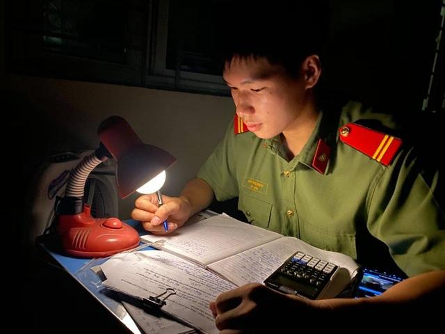 Nghị lực vượt khó của các chiến sĩ nghĩa vụ đạt điểm cao xét tuyển đại học - 3
