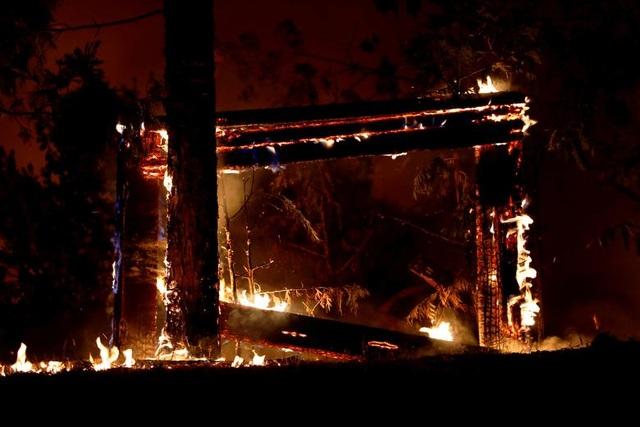 """Bầu trời Mỹ đỏ rực như """"tận thế"""" vì thảm họa cháy rừng - 5"""