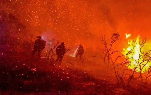 """Bầu trời Mỹ đỏ rực như """"tận thế"""" vì thảm họa cháy rừng - 6"""
