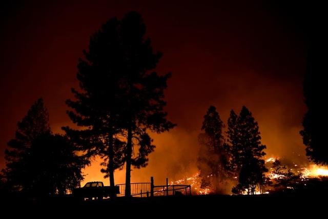 """Bầu trời Mỹ đỏ rực như """"tận thế"""" vì thảm họa cháy rừng - 8"""