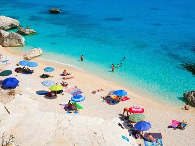 Lấy trộm cát trên bãi biển, du khách bị phạt 1.200 USD - 1