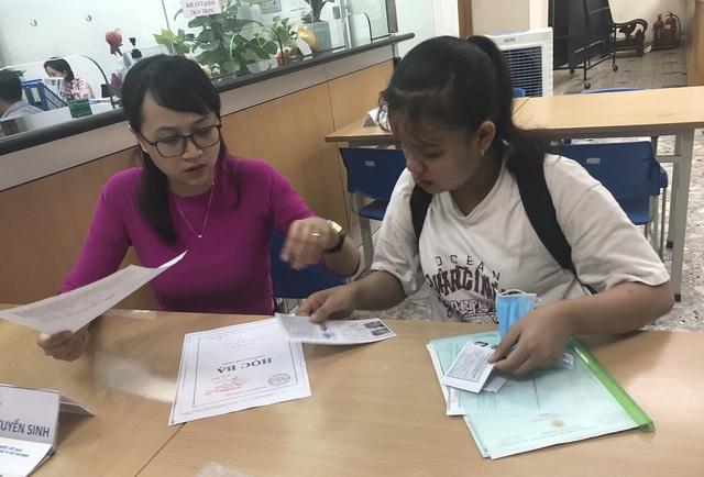 Trường ĐH Ngân hàng TPHCM tăng điểm sàn xét điểm thi tốt nghiệp THPT - 1