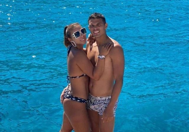 """Vợ chồng Thiago Silva ăn mừng """"hạ cánh"""" tới Chelsea sau kỳ nghỉ hạng sang - 3"""