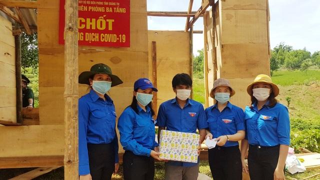 Tỉnh Đoàn tặng quà hỗ trợ các chốt biên phòng trên biên giới Việt – Lào - 3