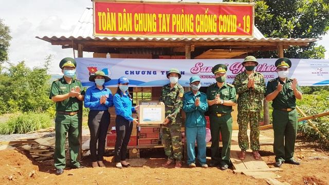 Tỉnh Đoàn tặng quà hỗ trợ các chốt biên phòng trên biên giới Việt – Lào - 1