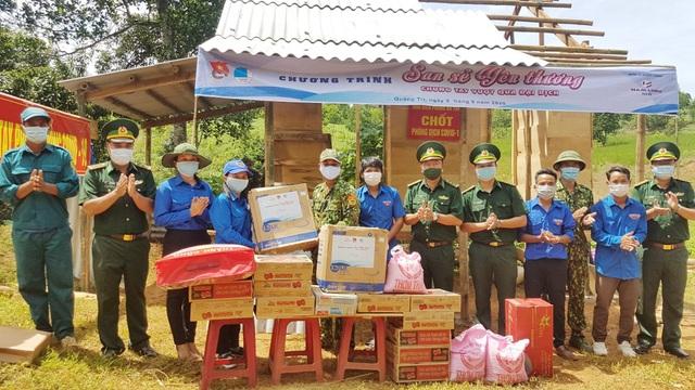 Tỉnh Đoàn tặng quà hỗ trợ các chốt biên phòng trên biên giới Việt – Lào - 2