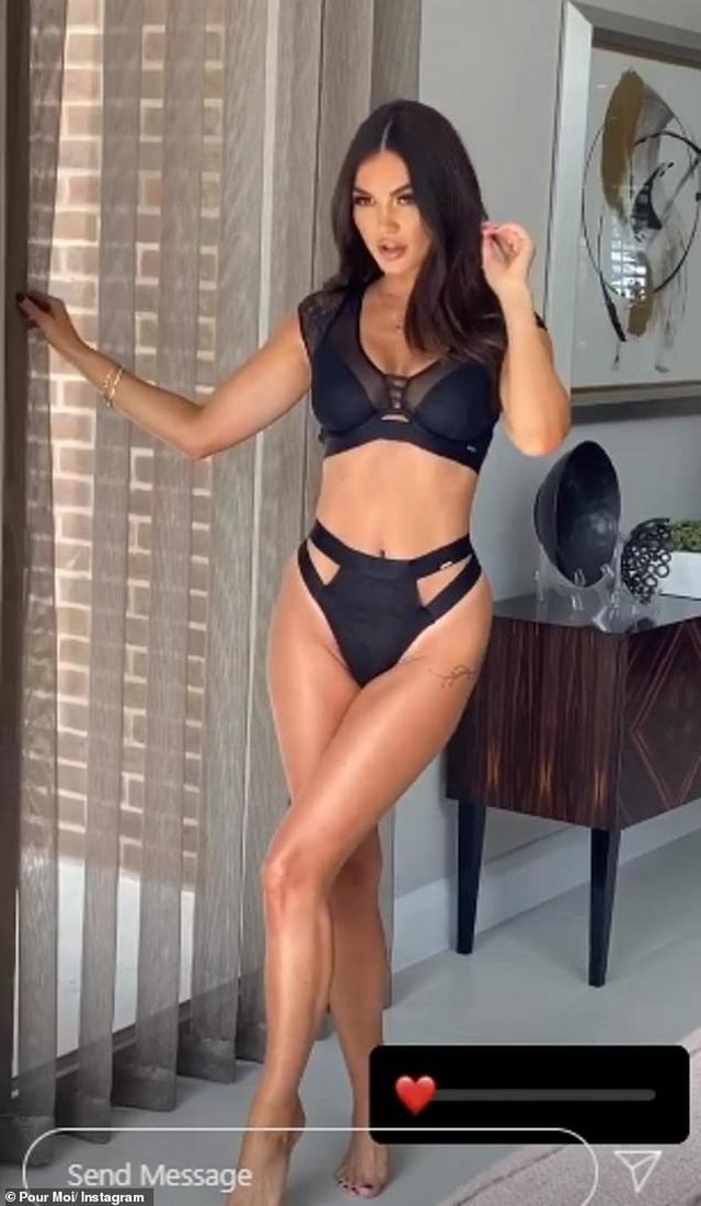 Kim Kardashian quyến rũ sải bước trên biển - 6