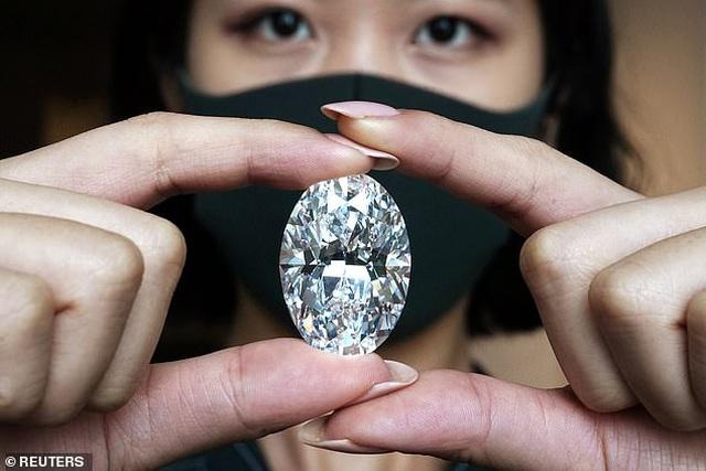 Viên kim cương to bằng quả trứng sẽ được bán đấu giá 30 triệu USD - 3