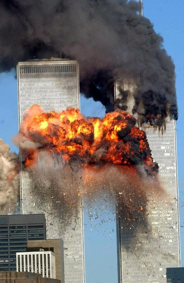 Nhìn lại những khoảnh khắc ám ảnh về vụ khủng bố 11/9 - 8