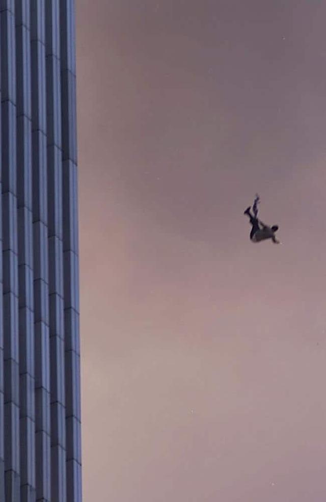 Nhìn lại những khoảnh khắc ám ảnh về vụ khủng bố 11/9 - 4