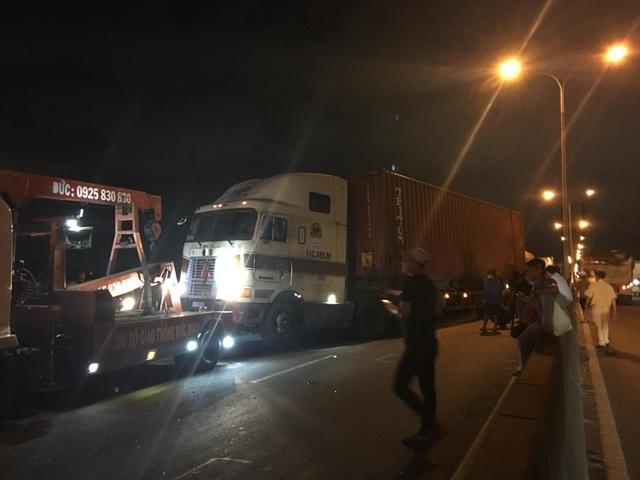 Cầu Phú Mỹ tê liệt gần 4 giờ vì tai nạn liên hoàn - 1