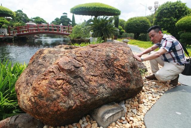 """Đại gia làm hồ cá Koi, đồi nhân tạo bằng 100 tấn """"đá bán quý"""" - 9"""