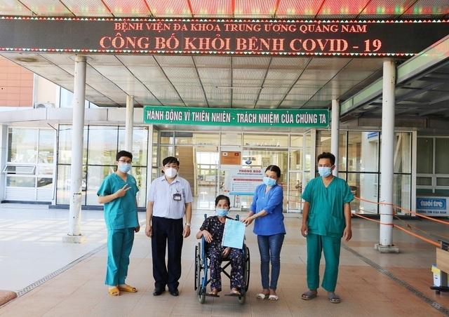 Tiếp tục có thêm nhiều bệnh nhân Covid-19 được xuất viện  - 4