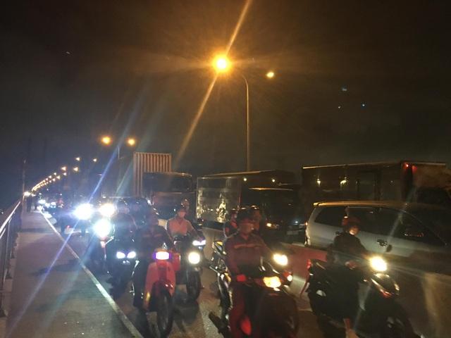 Cầu Phú Mỹ tê liệt gần 4 giờ vì tai nạn liên hoàn - 2