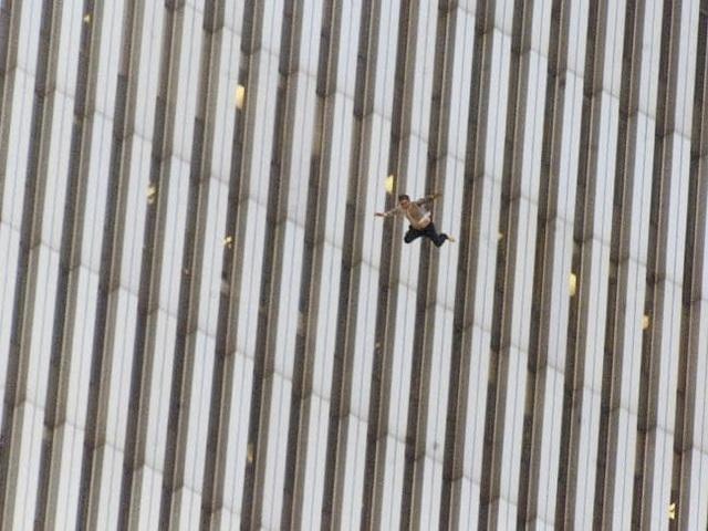 Nhìn lại những khoảnh khắc ám ảnh về vụ khủng bố 11/9 - 5