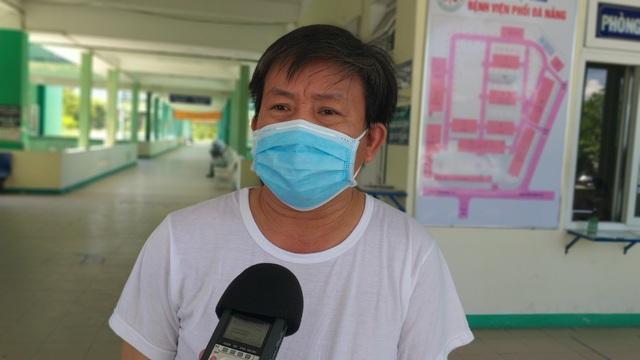 Bệnh nhân mắc Covid-19 vui mừng trong ngày ra viện - 2