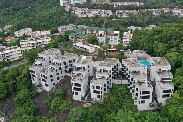Căng thẳng với Trung Quốc, Mỹ bán gấp 6 toà nhà ở khu đất vàng Hồng Kông - 1