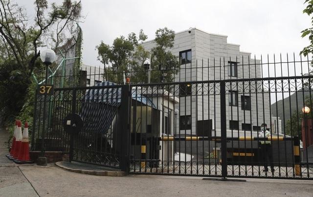 Căng thẳng với Trung Quốc, Mỹ bán gấp 6 toà nhà ở khu đất vàng Hồng Kông - 2