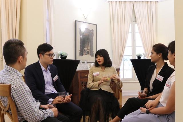 Đại sứ Anh Gareth Ward gặp gỡ 20 học giả Việt giành học bổng Chevening - 3