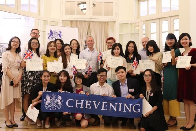 Đại sứ Anh Gareth Ward gặp gỡ 20 học giả Việt giành học bổng Chevening - 5